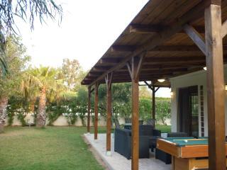 Chalet 400m playa - jardin y porche con billar