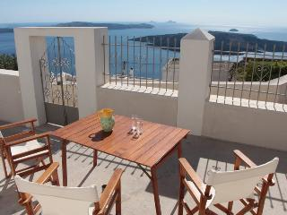 Villa DALI : 3-bedroom house with view to volcano, Fira