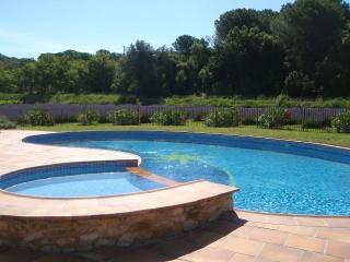 Jujubier, 6 personnes, dans mas avec piscine