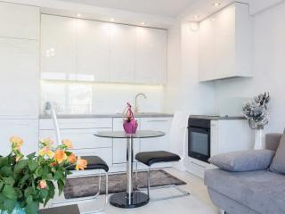 Modern, Chic & Spacious Apartment - City Centre