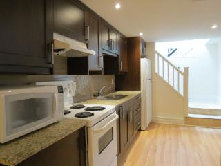 Private 1 Bedroom Suite in House - Great Location!, Toronto