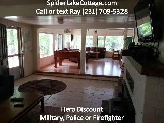 2Lakes, 6BR,WIFI, AC,Pontoon,kayaks,HotTub, beach, Traverse City
