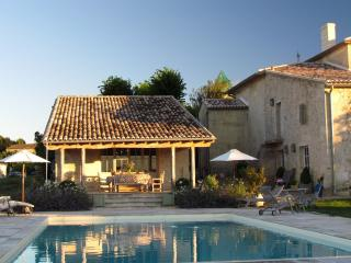 Luxurious Holiday cottage - St Emilion Bordeaux Region. South West France.