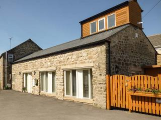 SETCH BARN, wet room, WiFi, off road parking, amenities nearby, Masham, Ref. 916