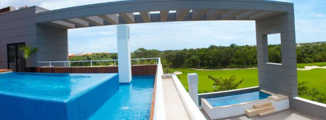 Plunge pool with views across the golf course to Cozumel
