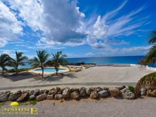 Big 1-Bedroom Ocean Front Condo, Sint Maarten