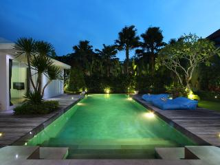 #C4 Modern and Tropical Villa Seminyak