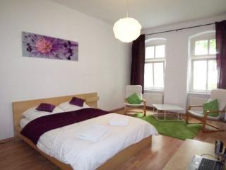 Vacation Apartment in Berlin - 1 living / bedroom (# 8392)