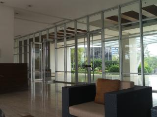 Global City 2 Bedroom with Building Roof deck, Taguig City