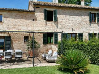 Charming  country villa + guest house + pool, Corinaldo