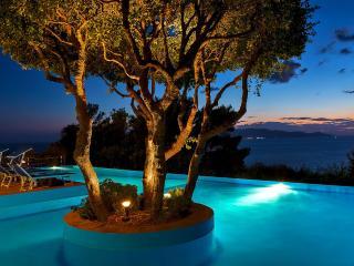Relax e mare: monolocale con patio e piscina, Cala Piccola