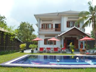 Villa b. Angkor House 300 m 2 with swimming pool, Siem Reap