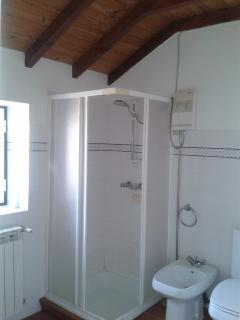 upstairs shower/bathroom