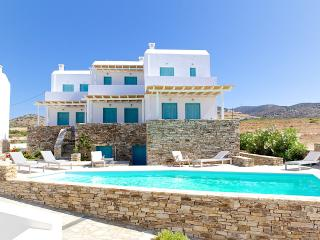 Four-Bedroom Maisonette in Antiparos, Agios Georgios