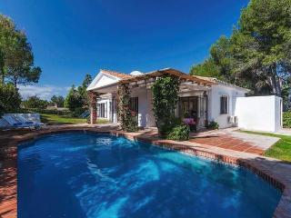 Villa preciosa con piscina privada en Sotogrande