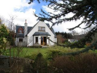 Mo Dachaidh, Sleeps 8, large garden, 1 dog welcome