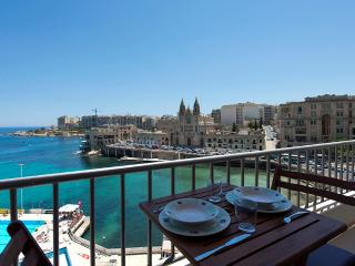 055Exceptional Views St Julians Seafront 4-bedroom
