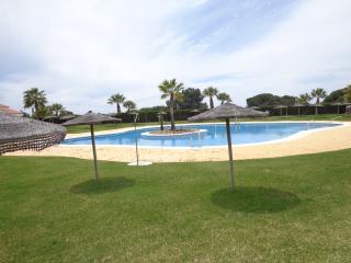 Chalet adosado,junto a la playa, con gran piscina