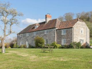 Farmhouse with Hot Tub, Tennis Court & Croquet Lawn, Langport