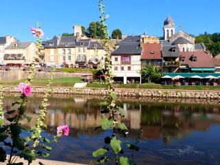 Charming holiday home in Dordogne, between the Loire Valley and the Pyrenees, Montignac