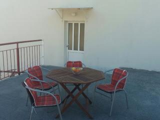Apartment Orange - Two-Bedroom Apartment with Terrace, Slano