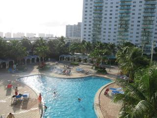 Great Renovated 1 Bed 1.5 Bath Sleeps 4, Sunny Isles Beach