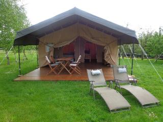 Le Mans Safari Lodge tent, Le Grand-Luce