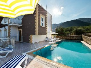 4 BEDROOM VILLA IN KYRENIA CYPRUS, Kyrenia