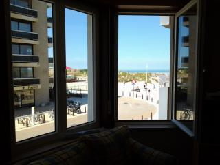 Apartment 4 pers Seaview - Incl private parking, De Panne