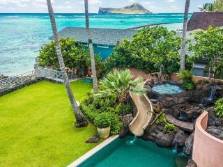 Beachfront Pearl Estate - beachfront home w/ pool, Waimanalo