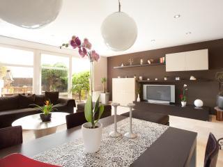 Villa 4 habitaciones 3 baños jardin piscina comun, Montgat