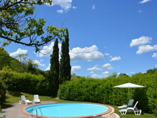 LA CASINA apartment in farm house with pool