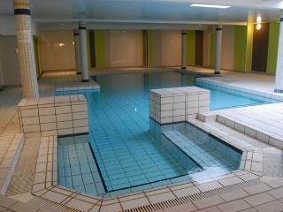 Nature, piscine et sauna en famille