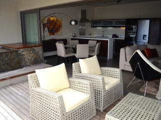 Appartement de  3 chambres , de 122 à 368€/nuit, Pereybere