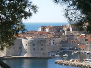 Suncana Apartment with Terrace & Garden, Dubrovnik