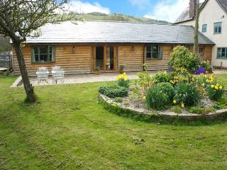 DOLLEY FARM COTTAGE, lovely views, hot tub, off road parking, with a garden, in