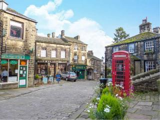 MOORSIDE COTTAGE, stone-built, pet-friendly, woodburner, patio, near Haworth, Ref 920588