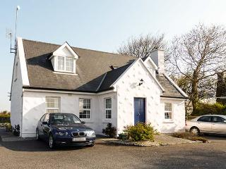 BRANDY HARBOUR COTTAGE, single-storey, semi-detached, parking, shared garden, Ballinderreen