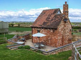 OWL COTTAGE, woodburner, hot tub, WiFi, pet-friendly, near Napton-on-the-Hill