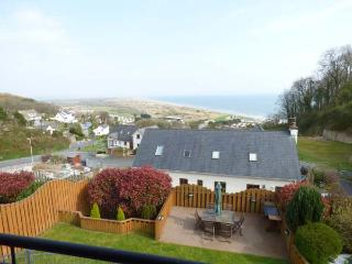 YSBRYD-Y-MOR, luxury detached house, 60' TV, WiFi, en-suites, hot tub, sea views, in Pendine, Ref 924120