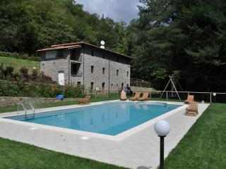 Villa Alla Marginetta: 5 bedroom luxury villa with garden, gazebos and private pool, Pescaglia