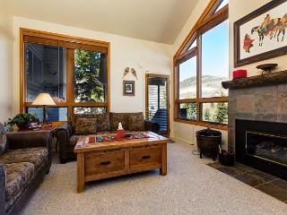 3BR Townhome w/Private Hot Tub, Fireplace, Patio, Canyons Base & Golf Course, Park City