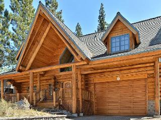 3BR Custom, Handmade Log Home Open to US Forest Land – 5 Mins to Heavenly, South Lake Tahoe