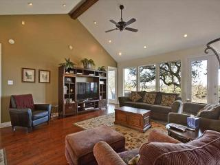 4BR/3BA Spicewood House with Impressive Views, Huge Deck, Sleeps 9