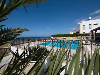 LAPIS 9 3-bed seafront villa with pool