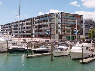Waterfront Condo Apartment in the Viaduct Harbour with Large Covered Balcony., Auckland Central