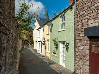 Cozy Caboodles Cottage in centre of Crickhowell