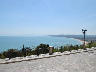 Charming apartment overlooking sea, Vasto