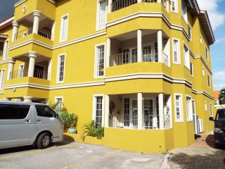 Affordable Luxary Apt. with Pool, Kingston