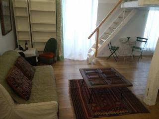 Latin Quarter Mezzanine Studio (Sleeps 4)